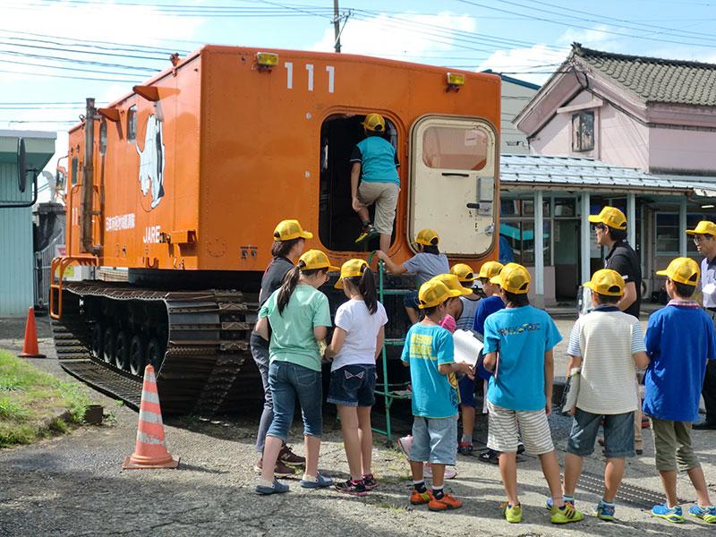 弊社にて「夏休み小学生工場見学バスツアー」が行われました ...